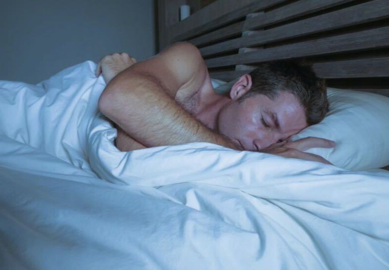 The reason why men fall asleep quickly after sex is determined
