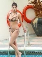 Visit Abu Dhabi incall escort Komal Pool Model for an hour or two (1 hour USD 1000)